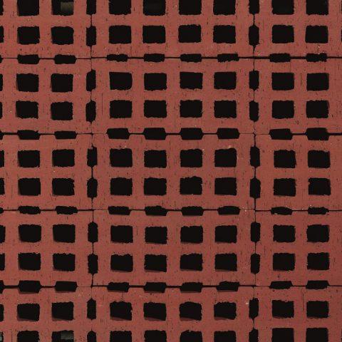 Rasenlochklinker-Quadratlochung-Granat_Alexander-Bernhard_lr